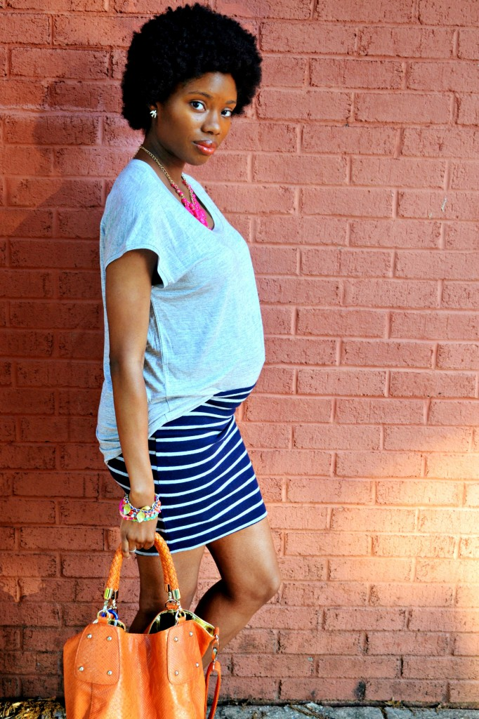 Simple summer maternity outfit with bright accessories