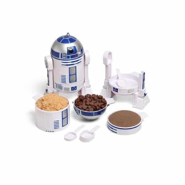 Here's a great list of gifts for Star Wars fans that are foodies.