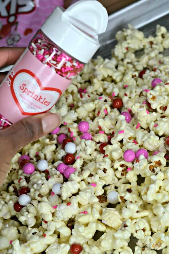 Have you ever thought about making Valentine's Popcorn as a treat for the holiday? Me neither, but this recipe looks too good!