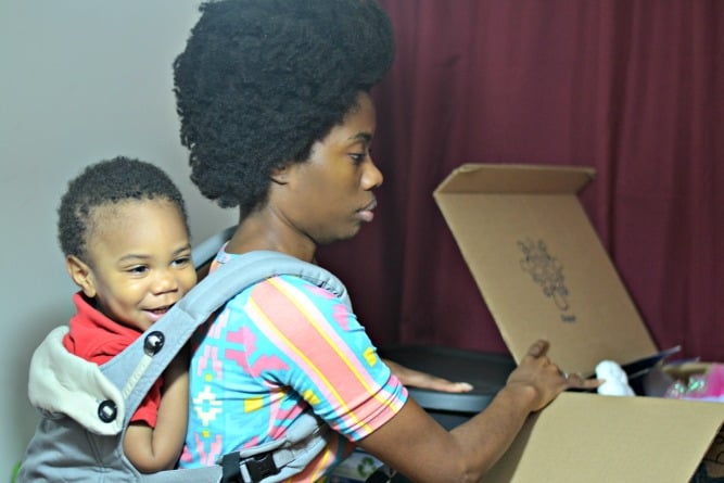 Have you done babywearing while packing? This mom used her Ergo Baby Carrier to help her get things packed before her family's big move, without having a little one afoot, Check out her fun story!
