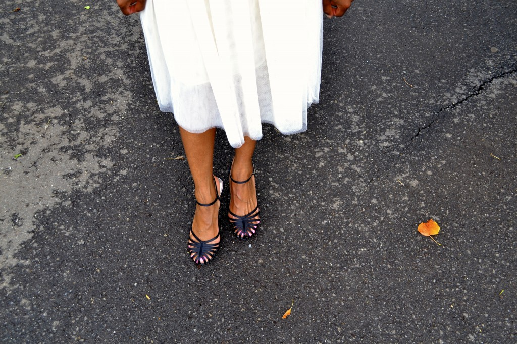 Classic strappy shoe with tulle skirt