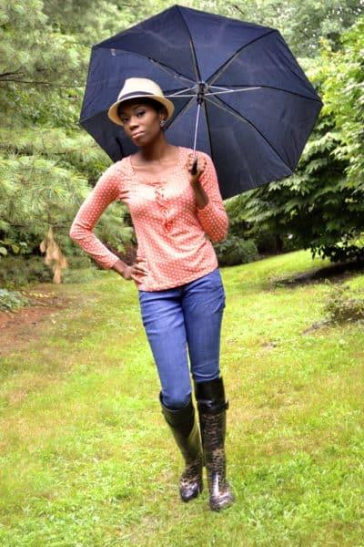 rainy day outfit; polka dot shirt, skinny jeans, cheetah rain boots