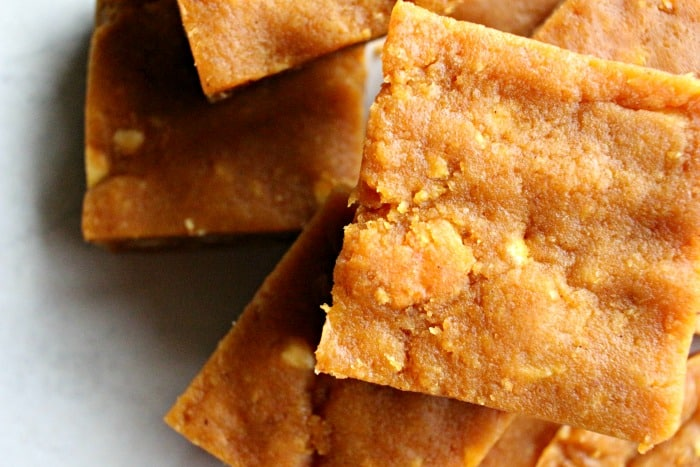 Looking for an easy pumpkin recipe for fall and Thanksgiving? These pumpkin spice ritz bars are no-bake, quick and delicious.
