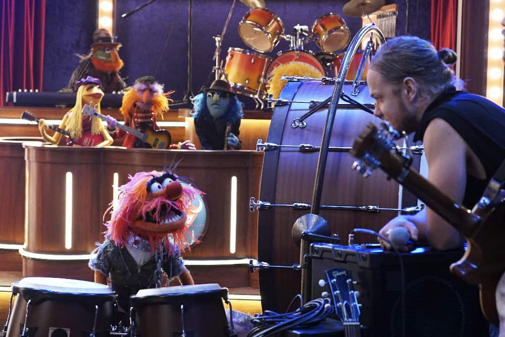 """THE MUPPETS - """"Pig Girls Don't Cry (Pilot)"""" - Miss Piggy is furious that Kermit booked Elizabeth Banks as a guest on her late night talk show Up Late with Miss Piggy, Fozzie Bear meets his girlfriend's parents, and Grammy Award-winning rock band Imagine Dragons performs their new single """"Roots,"""" on the season premiere of """"The Muppets,"""" TUESDAY SEPTEMBER 22 (8:00-8:30 p.m., ET) on the ABC Television Network. (ABC/Eric McCandless) DR. TEETH AND THE ELECTRIC MAYHEM (BACKGROUND), ANIMAL, DAN REYNOLDS OF IMAGINE DRAGONS"""