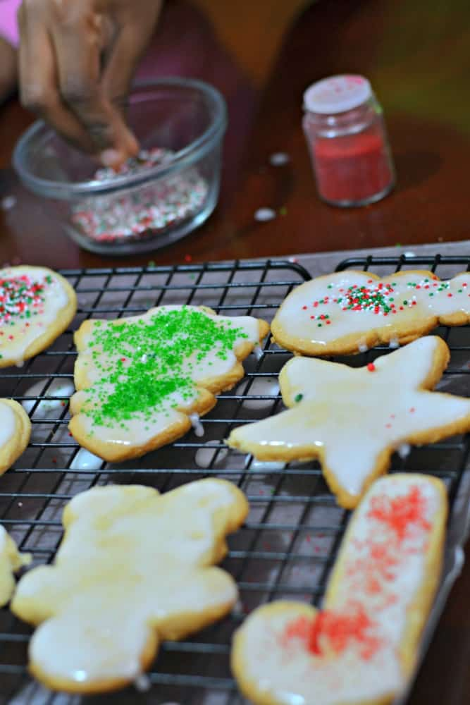 A DIY Cookie Making Kit is such a great holiday gift idea for a neighbor! Learn how to make one that's fun and easy. #SpreadCheer Ad