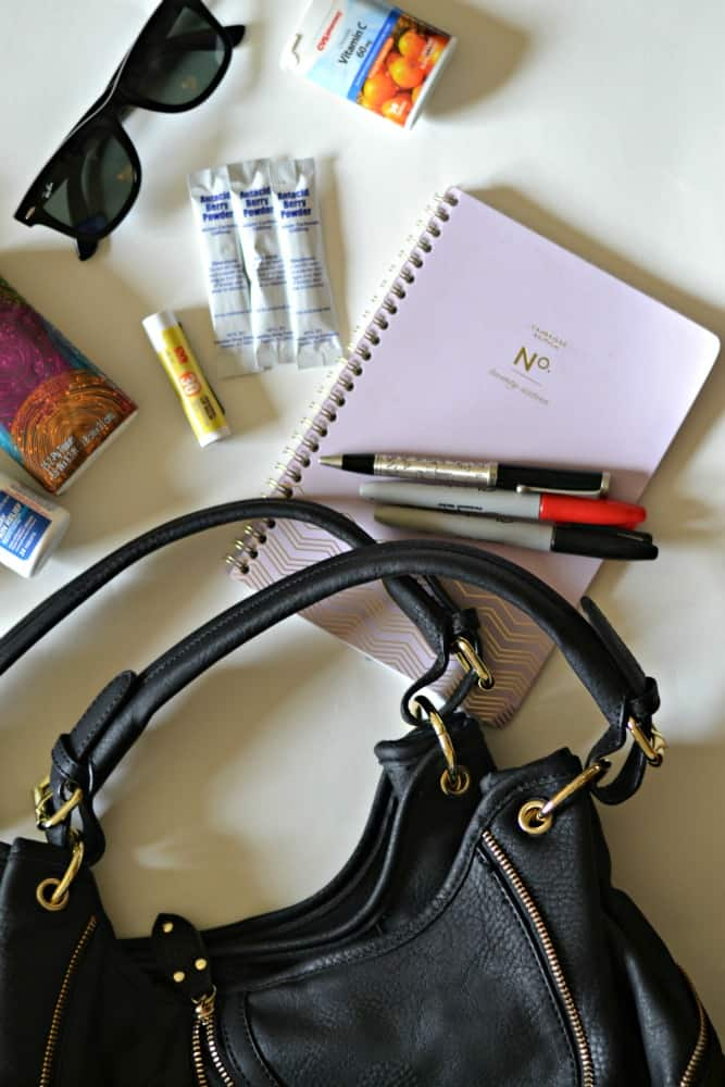 What are your purse must-haves for winter? Check out this list of items you should have in your purse, once the weather gets cold.