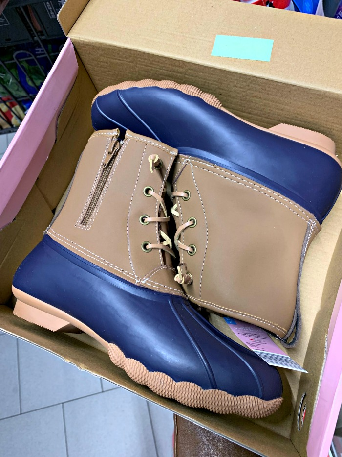 Everyone is talking about these $25 ALDI snow boots, because they are so afforable. But, are they worth the trouble? This post shares the details.